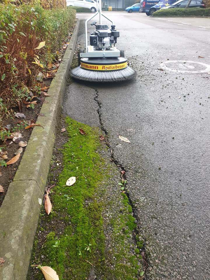 Moss Removal Machine